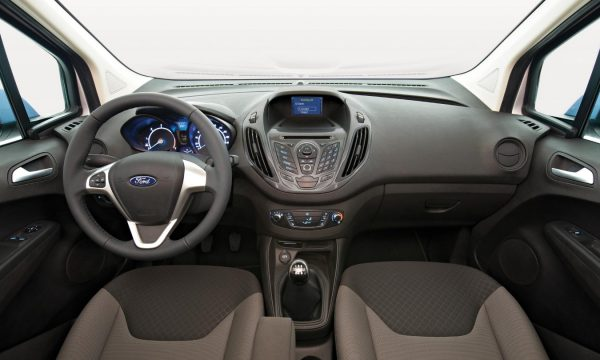 ford-transit-courier-interni