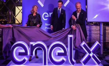 Enel X: rete di ricarica in crescita e lampione 'smart' in arrivo